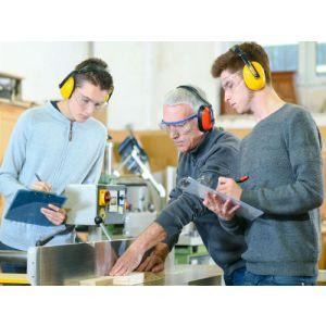 Sicherheit von Lehrlingen in technischen Betrieben